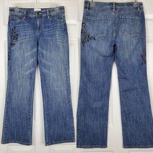 White House black market  blanc Embroidere jeans
